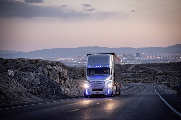 Freightliners autonomous Inspiration Truck debuts in record-setting fashion