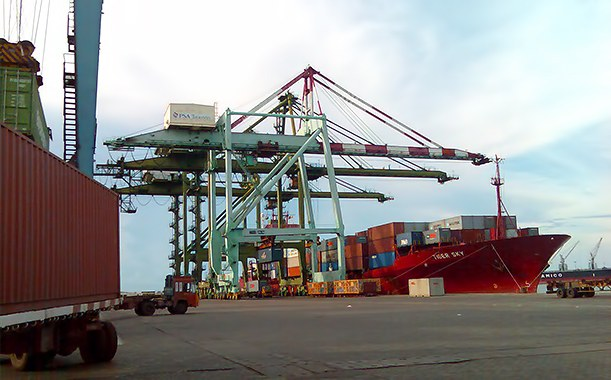 Port and Dock workers plan for an indefinite strike against corporatization