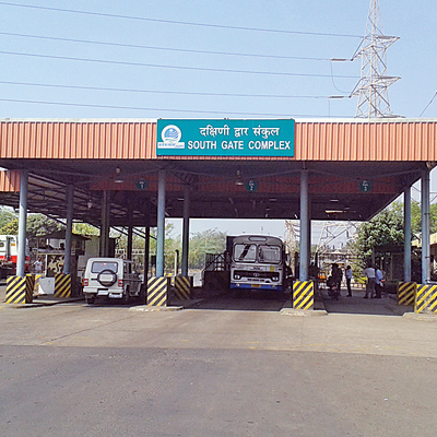 Traffic, security officials at JNPT milking us, allege truck drivers