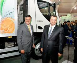 Auto Expo When Tata boss Cyrus Mistry visited Leyland stall