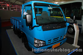 Auto Expo Live and SML Isuzu showcases S7 bus and NHR LCV